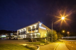 "Hotellets fasad ""by night"""