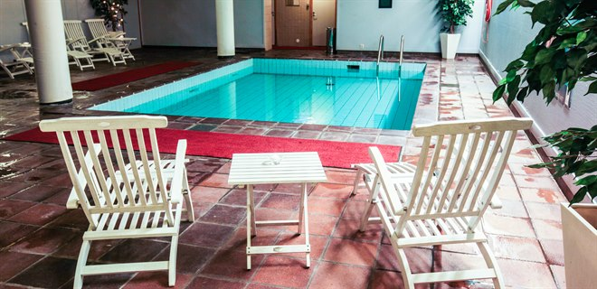 Swimmingpool and relax area