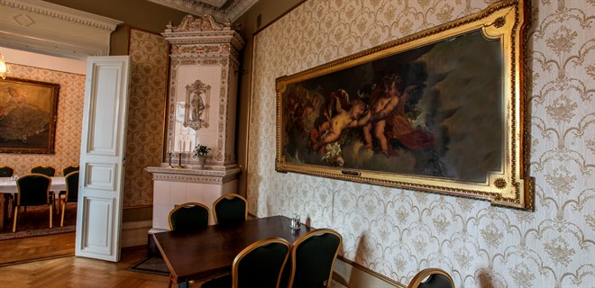 Yellow Hall breakfast room